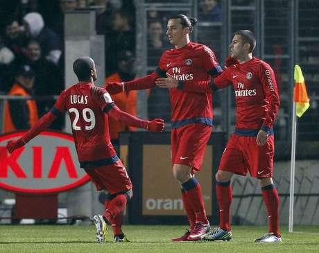 Lucas e Ibrahimovic comemoram gol do PSG