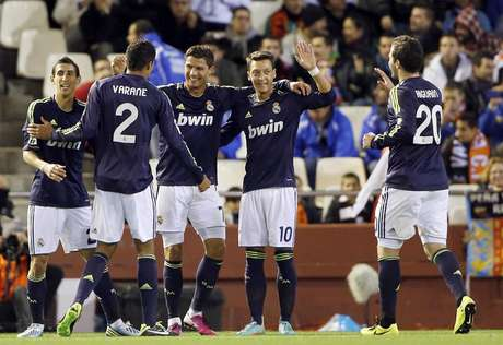 What looked like a tough match for Real Madrid turned into a field day, as Real romped over Valencia 5-0 to get within 15 points of  arça.