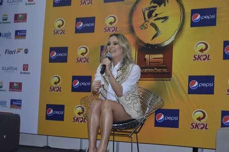 Claudia Leitte recebeu a imprensa antes de seu show no Festival de Verão, neste sábado (19)