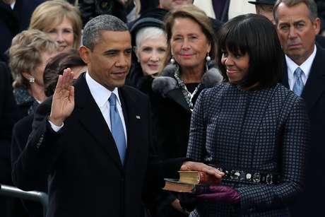 <p>Durante la juramentación, contó con la el apoyo de su esposa Michelle, quien fue la encargada de sostener los libros sobre los cuales el mandatario juró como presidente.</p>