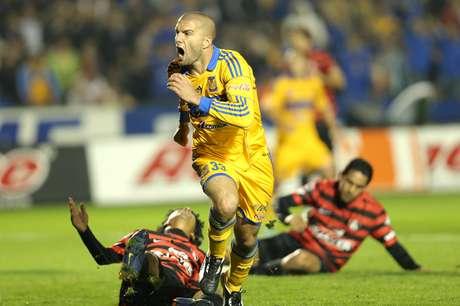 Emanuel Villa encabeza la lista de goleadores del Clausura 2013, con cuatro anotaciones.