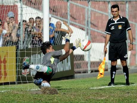 Com grande atuação de goleiro Paulo Henrique, Goiás avançou à decisão da Copa SP 2013