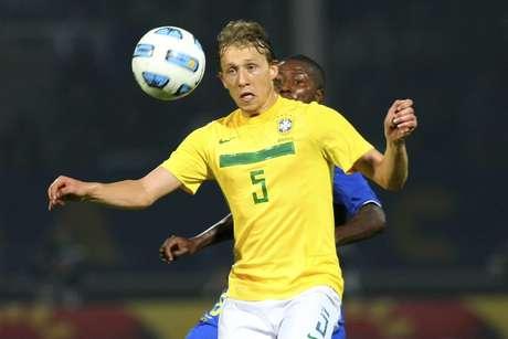 <p>Lucas Leiva chegou a estar em convocações antes da Copa, mas ficou fora da lista do Mundial</p>