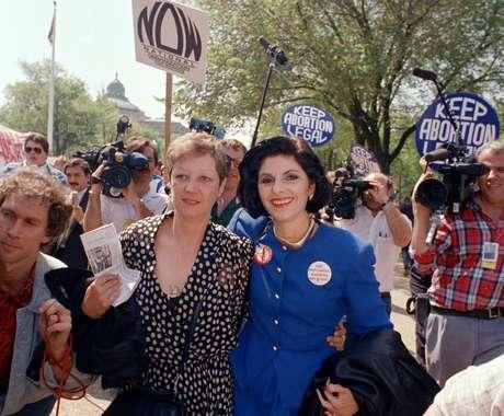 Tomando en cuenta la polarización política de hoy en día, la trascendental decisión de la Corte Suprema en el caso Roe vs. Wade fue un triunfo aplastante. Por una votación 7-2 el 22 de enero de 1973, los magistrados establecieron el derecho al aborto en todo el país.<br />