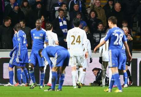 Em jogo marcado por agressão de Eden Hazard a gandula, Chelsea empata por 0 a 0 com Swansea fora de casa e dá adeus à Copa da Liga Inglesa 2012/2013