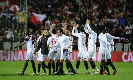 La catástrofe para los culés se consumó, Barcelona fue eliminado por Sevilla, que a la postre se coronó en esa edición tras vencer 2-0 al Atlético de Madrid en la casa del entonces monarca reinante, el Camp Nou.
