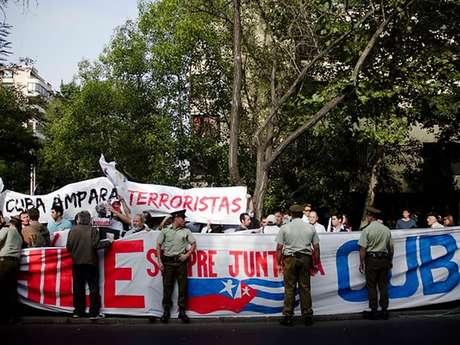 De esta forma la UDI mostró su rechazo a la visita de Raúl Castro a Chile.