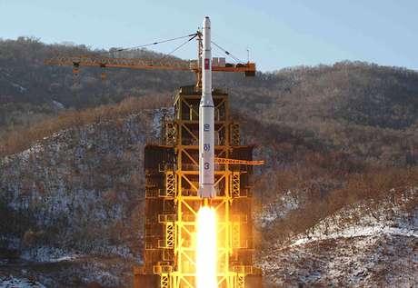 """""""No ocultamos el hecho de que los satélites y misiles de largo alcance que seguiremos lanzando y la prueba nuclear que vamos a realizar estarán dirigidas a nuestro enemigo jurado, Estados Unidos"""", señala el comunicado oficial norcoreano.<br />"""