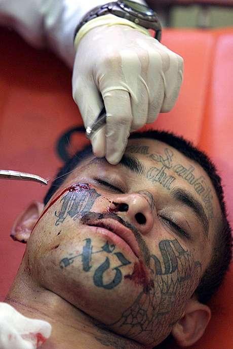 Los Maras encabezaron el levantamiento de South Central de Los Angeles, en reacción al abuso policial contra Rodney King en la década de los noventas.<br />