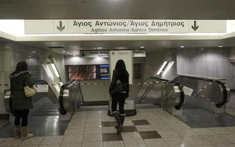 Commuters stand in front of closed escalators at a metro station in Athens January 24, 2013.