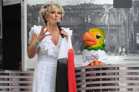 <p>Ana Maria Braga começou o programa feliz por comemorar o aniversário de Louro José</p>
