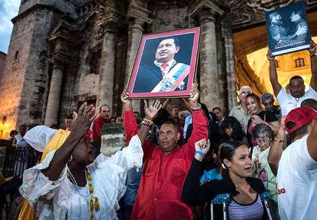 El culto a la personalidad que Chávez desde hace tiempo ha desarrollado ha llegado a un nuevo apogeo, en momentos en que el gobernante lucha contra un misterioso cáncer del cual el gobierno no ha dado detalles.<br />