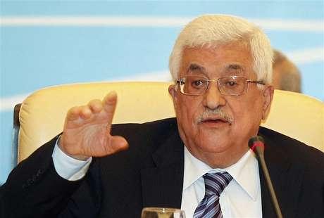 Palestinian President Mahmoud Abbas gestures as he speaks during the Arab Peace Initiative Committee Meeting in Doha December 9, 2012.
