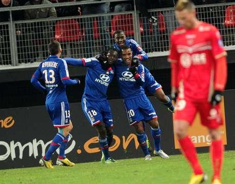 Lyon precisou de apenas 30 minutos para construir a vitória sobre o Valenciennes