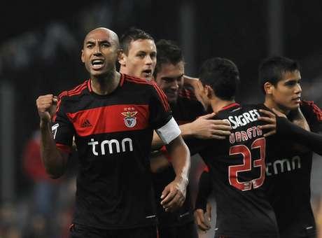 Luisão comemora um dos gols do Benfica