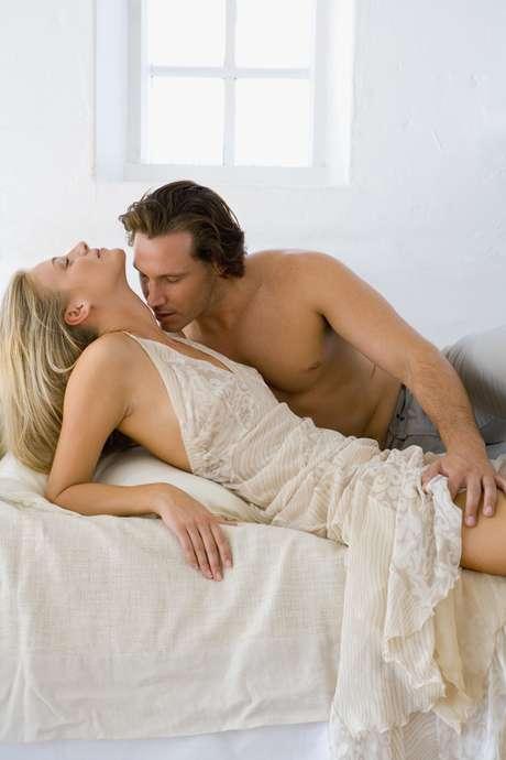 Tornar as preliminares parte do sexo pode deixar a experiência ainda mais agradável para ambos