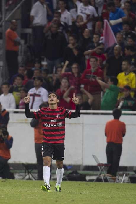 Con goles de Rodrigo Millar y Omar Bravo de penalti, Atlas dio la voltereta y venció 2-1 al América, que se había ido al frente con anotación de cabeza de Diego Reyes.