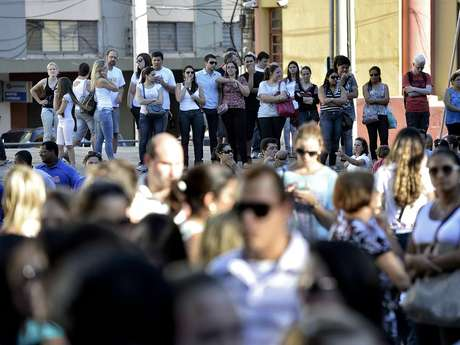 Amigos e parentes lamentam mortes em incêndio na Boate Kiss, em Santa Maria