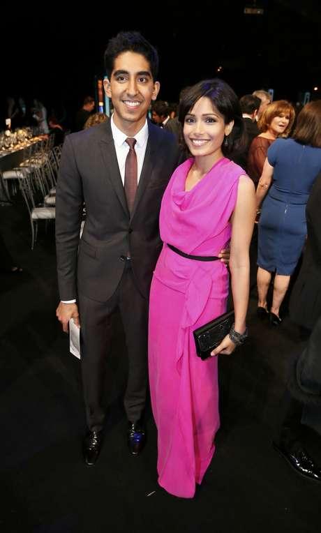 Los actores Dev Patel y Frieda Pinto dan muestra de que su amor sí traspasó la pantalla grande