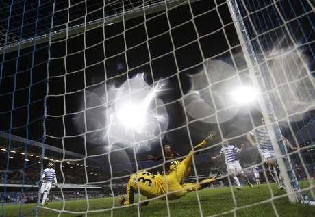 Goleiro Júlio César foi o destaque do Queens Park Rangers em empate sem gols com o Manchester City
