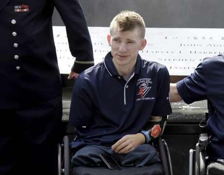 Imagem de julho de 2012 e divulgada na terça-feira mostra soldado que recebeu transplante duplo de braços