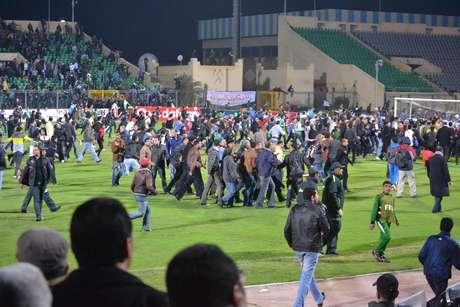 Há um ano, após uma briga entre as torcidas, 74 torcedores morreram, em circunstâncias que ainda carecem de explicações
