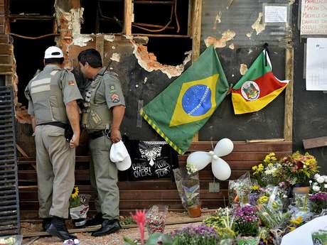 <p>O grupo se formou após a tragédia que matou mais de 200 pessoas em Santa Maria</p>