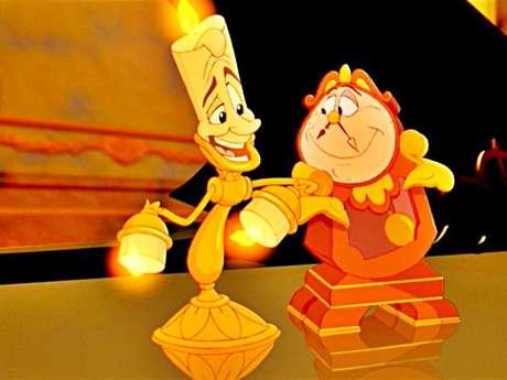 En 1991 los Estudios Disney lanzaron su propia versión del clásico de la literatura, 'La bella y la bestia'. Esta vez con un fuerte componente musical, Paige O'Hara le dio la voz a Bella, mientras Robby Bensons a Bestia. 'Beauty and The Beast' y 'Be Our Gest' fueron temas memorables de este musical animado.