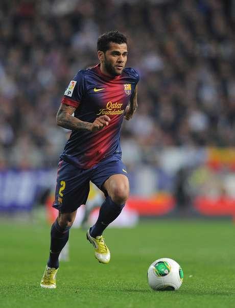 Daniel Alves lamentou as ofensas racistas que ocorrem nos estádios espanhóis