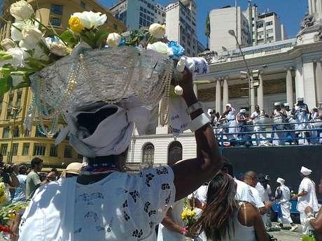 Afoxé Filhos de Gandhi durante a homenagem a Iemanjá de 2012