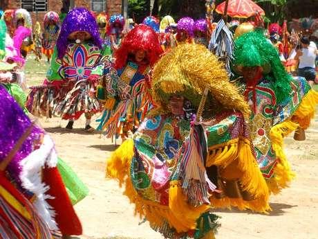 Frevo, maracatu e outros ritmos garantem a folia em Olinda