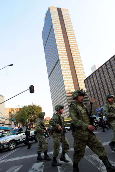 18:20 Se actualiza la información y se reportan 14 muertos y 80 heridos.