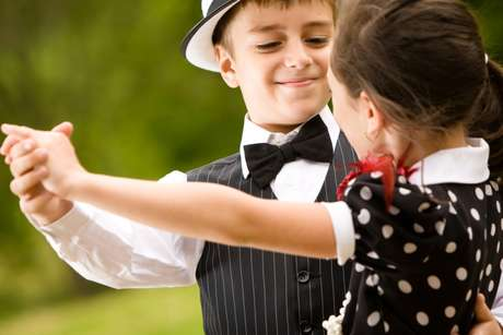 Qualquer estilo de dança pode ser adequado para meninos e meninas