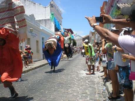 A 8ª Corrida de Bonecos Gigantes de Olinda levou turistas, jornalistas, moradores e bonequeiros às ruas