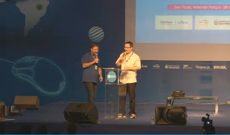 O presidente do Instituto Campus Party, Bruno Souza, e o diretor-geral da Campus Party Brasil, Mario Teza, comandam o encerramento da festa