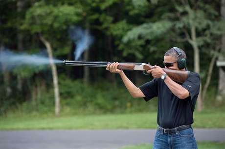 Presidente dos EUA, Barack Obama, pratica tiro ao prato em Camp David no dia do seu aniversário em 4 de agosto de 2012