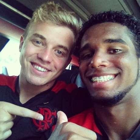 Companheiros de Flamengo resolveram desavença com foto publicada em redes sociais