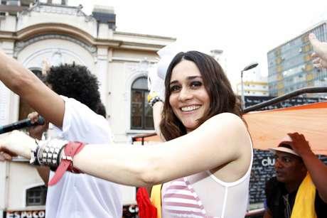 Alessandra Negrini desfilou como rainha de bateria do Bloco Acadêmicos do Baixo Augusta, neste domingo (3)