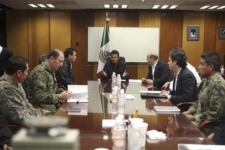 Mexico's President Enrique Pena Nieto (C) holds a meeting with Interior Minister Miguel Angel Osorio Chong (L), Attorney General Jesus Murillo Karam (R), Pemex Director Emilio Lozoya (2nd R) and military personnel at the headquarters of state-owned oil giant Pemex in Mexico City February 3, 2013 in this picture provided by the Mexico Presidency.
