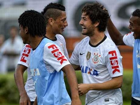 Time que terminou partida contra o Oeste, com Pato no ataque, deve seguir titular no Paulista