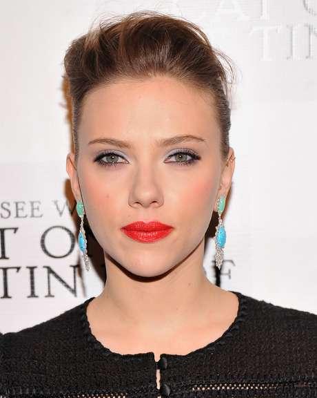 Scarlett Johansson é fã de máscaras de hidratação à base de mel