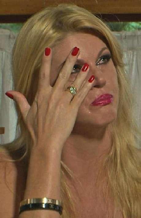 Val Marchiori participou de jogo da verdade regado a champagne no programa