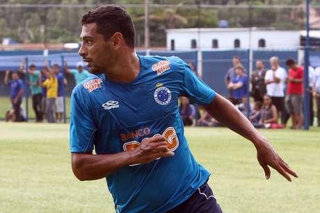 <p>Ap&oacute;s longa espera pela documenta&ccedil;&atilde;o, Diego Souza far&aacute; sua estreia pelo Cruzeiro</p>