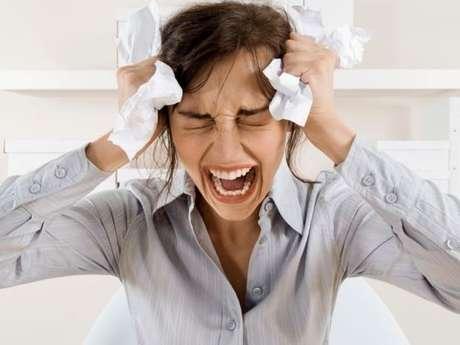 Todos los días estamos sometidos a ciertas dosis de estrés que de alguna u otra forma debemos manejar, sin embargo, cuando el nivel es muy alto y rebasa nuestras capacidades de eliminarlo puede ser un tanto peligroso. Te compartimos diez efectos terroríficos que puede generar este mal según el diario Huffington Post.