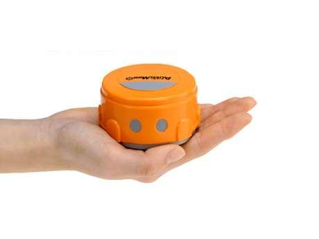 <p>Los aparatos con pantalla sensible al contacto evolucionaron mucho los últimos años, pero aún enfrentan el problema de las huellas dactilares en el cristal. Para limpiarlas, la compañía japonesa Takara Tomy creó el robot AutoMee S. Según el sitio The Verge, el robot tiene cerca de 7 centímetros de diámetro y es una especie de Roomba (aspirador de polvo automático), pues hace movimientos circulares sobre la superficie.</p>