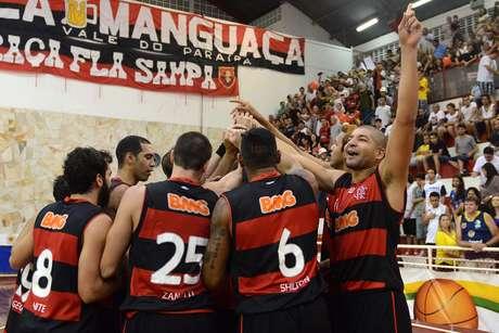 Flamengo superou apagão e derrota no intervalo para se manter invicto
