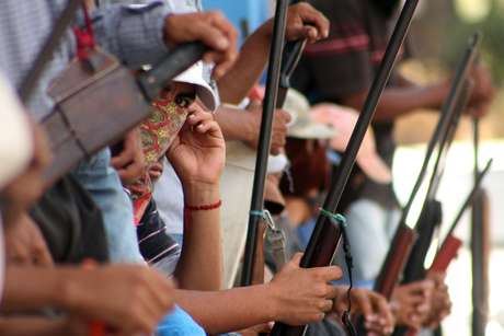 <p>El mandatario estatal refirió que también se dieron los primeros pasos para la entrega de 54 presuntos delincuentes retenidos por los grupos de autodefensa para que sean juzgados por las instituciones legalmente constituidas.</p>