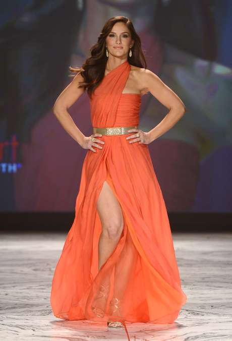 <p>The ever-fabulous Minka Kelly walked down the catwalk as confident as any supermodel.</p>