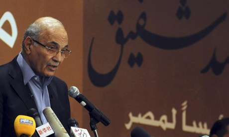 Former prime minister Ahmed Shafik speaks during a news conference in Cairo in this file photo taken June 21, 2012.