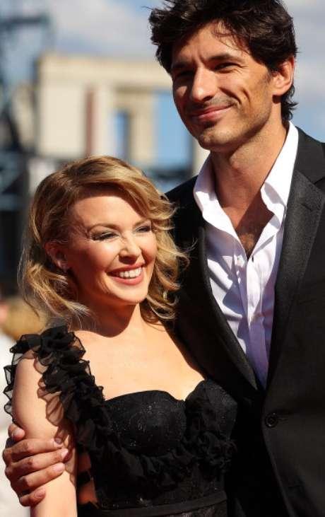 <p>El modelo Andrés Velencoso, diez años más joven que Kylie Minogue, ha encontrado en la cantante a su media naranja.</p>